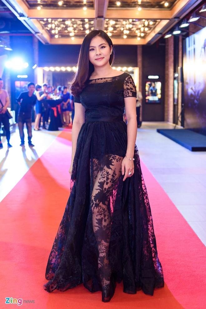 Kieu Minh Tuan va Cat Phuong tinh cam di xem phim 'Oan' hinh anh 3