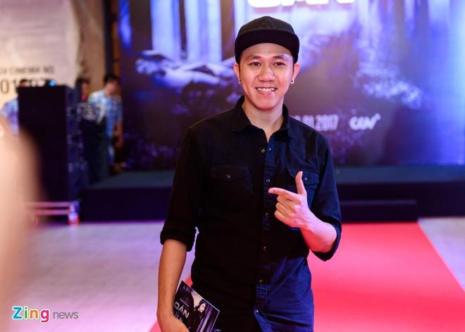 Kieu Minh Tuan va Cat Phuong tinh cam di xem phim 'Oan' hinh anh 11