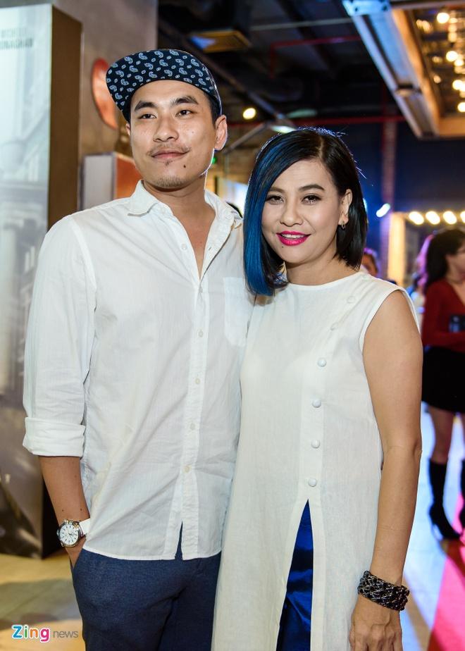 Kieu Minh Tuan va Cat Phuong tinh cam di xem phim 'Oan' hinh anh 1