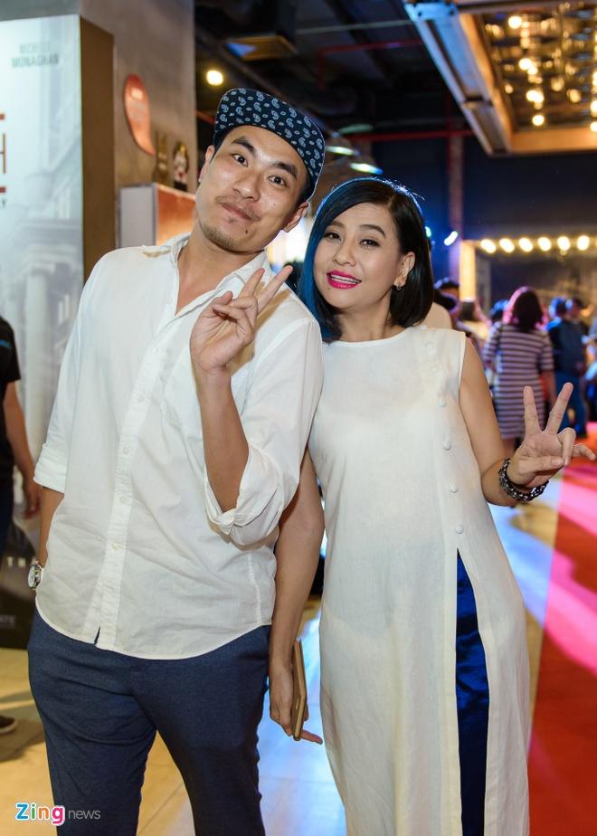 Kieu Minh Tuan va Cat Phuong tinh cam di xem phim 'Oan' hinh anh 2