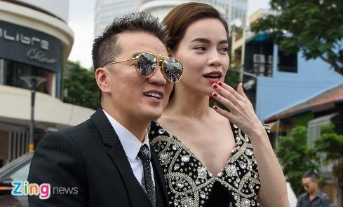 Dam Vinh Hung va Ho Ngoc Ha gay nao loan tren pho di bo hinh anh