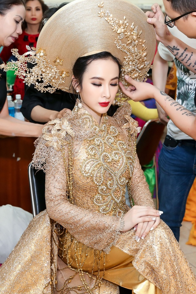 Angela Phuong Trinh khoe lung tran tren tham do hinh anh 5
