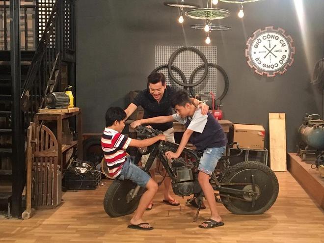 Ba con trai dang yeu cua Quang Minh, Hong Dao trong phim hinh anh 2