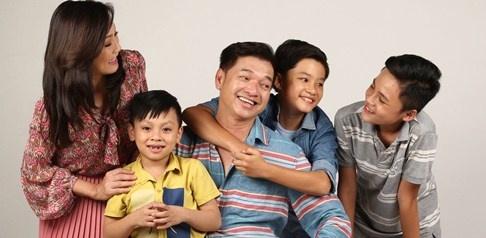Ba con trai dang yeu cua Quang Minh, Hong Dao trong phim hinh anh