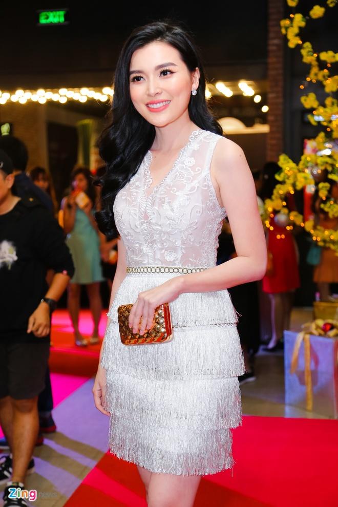 Hot girl Kha Ngan tinh tu ben Minh Luan o su kien hinh anh 11