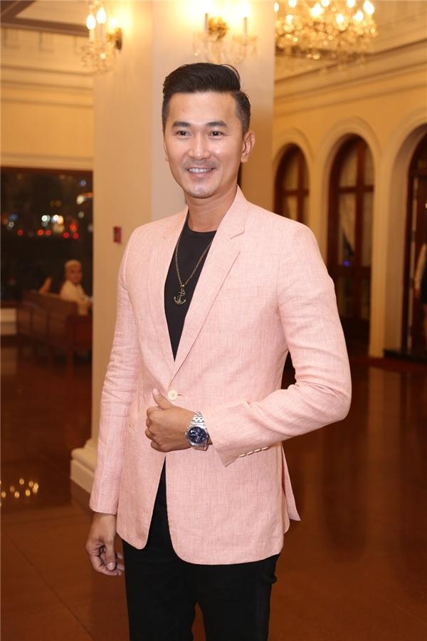 Quoc Cuong choi than voi Tang Thanh Ha anh 1