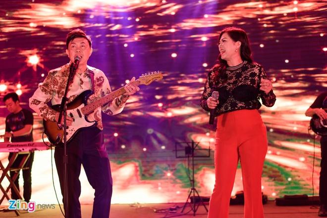 Chi Tai dua vo di tiec Truong Giang anh 3