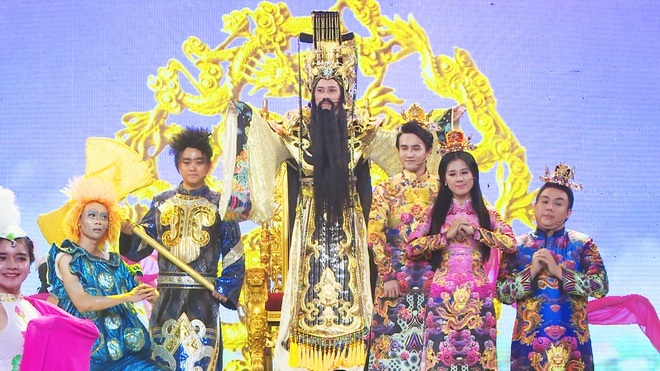 Hoai Linh deo mat na nhan 92 ty dong trong kich Tao Quan hinh anh 1