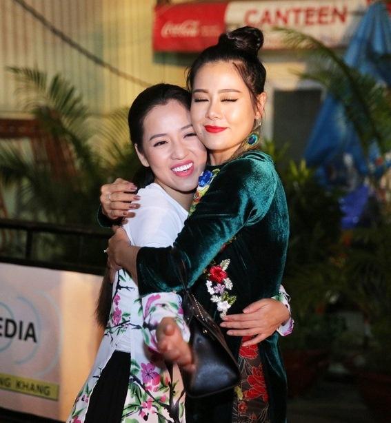 Hoai Linh mac quan sooc, mang dep le di lam giam khao hinh anh 4
