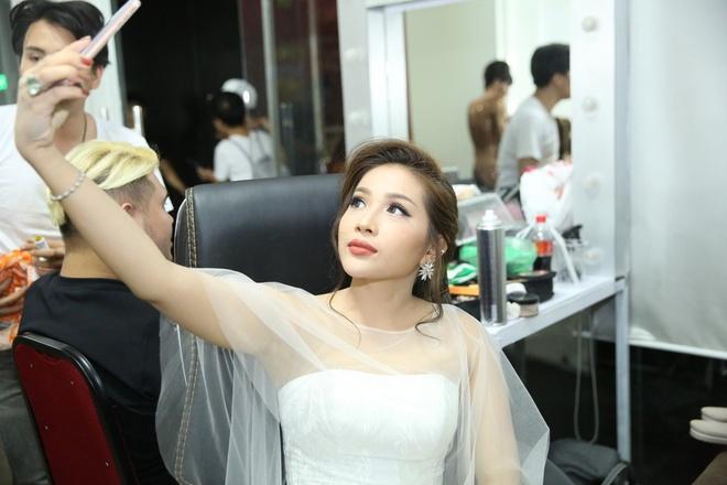 Hoai Linh mac quan sooc, mang dep le di lam giam khao hinh anh 6