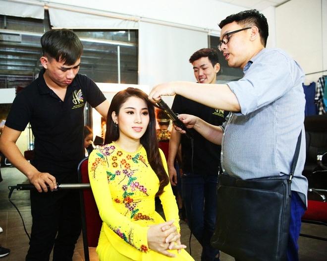 Hoai Linh mac quan sooc, mang dep le di lam giam khao hinh anh 5