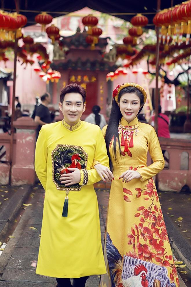Quang Ha, Uyen Trang di le chua dau nam hinh anh 1