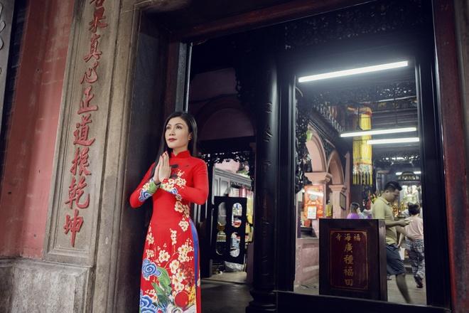 Quang Ha, Uyen Trang di le chua dau nam hinh anh 4