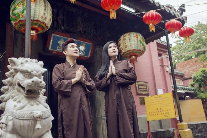 Quang Ha, Uyen Trang di le chua dau nam hinh anh 5