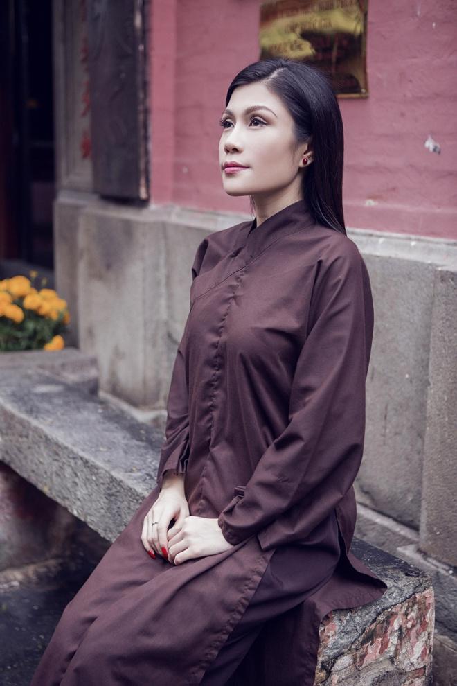 Quang Ha, Uyen Trang di le chua dau nam hinh anh 8