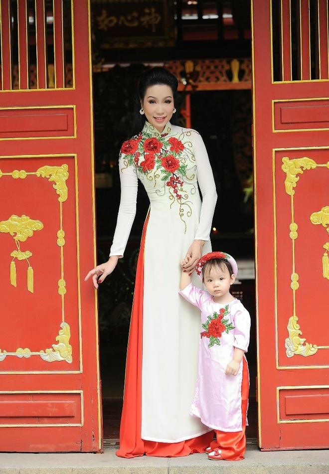 Trinh Kim Chi dua con gai di du xuan anh 3