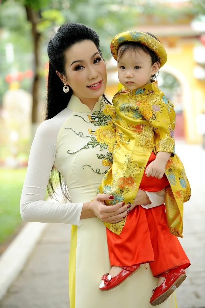 Trinh Kim Chi dua con gai di du xuan anh 1