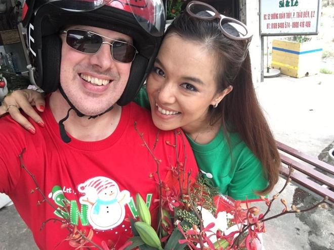 Ly Thanh Thao 'Mui ngo gai' va ban trai Tay cuoi o bai bien hinh anh 2