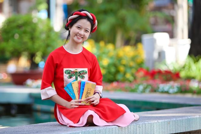 Sao nhi Lam Thanh My dien ao dai xuong pho hinh anh 4