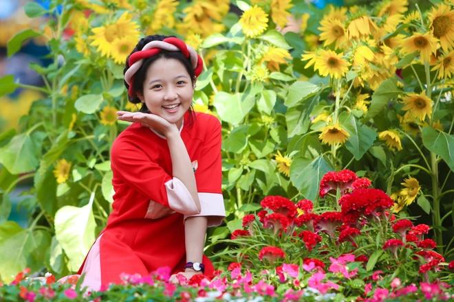 Sao nhi Lam Thanh My dien ao dai xuong pho hinh anh 1