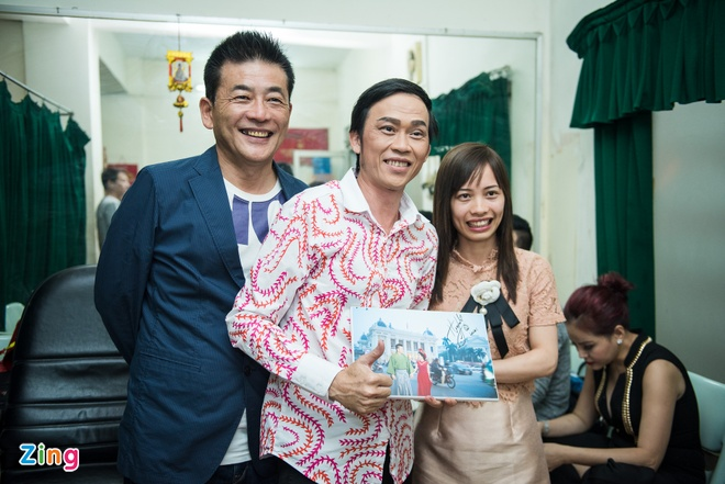 Tran Thanh duoc fan to chuc sinh nhat anh 8