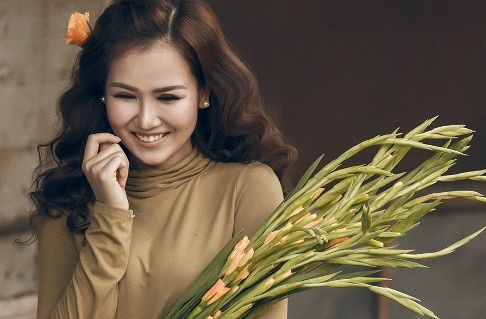 Vo Ha Tram ra mat ca khuc 'Them yeu' trong ngay Valentine hinh anh