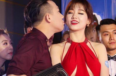 Vo chong Hari Won, Tran Thanh hon nhau tren tham do hinh anh