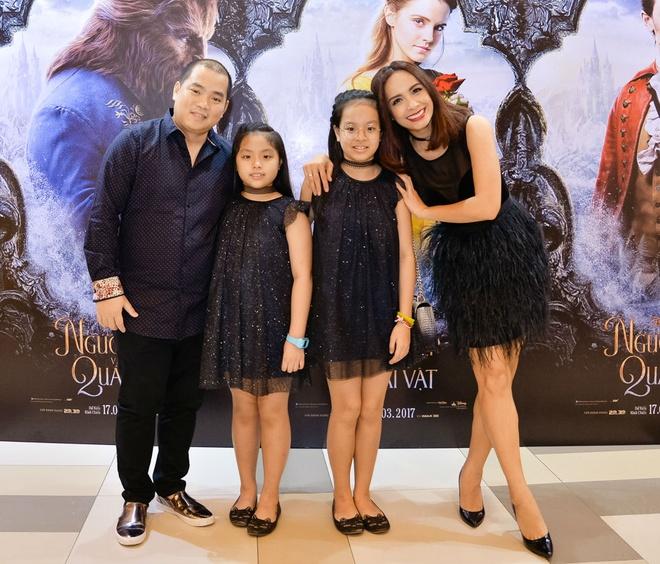 Dan sao Viet hao huc di xem phim 'Nguoi dep va quai vat' hinh anh 1