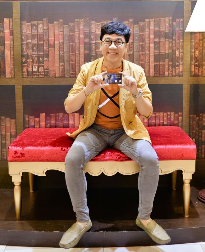 Dan sao Viet hao huc di xem phim 'Nguoi dep va quai vat' hinh anh 2