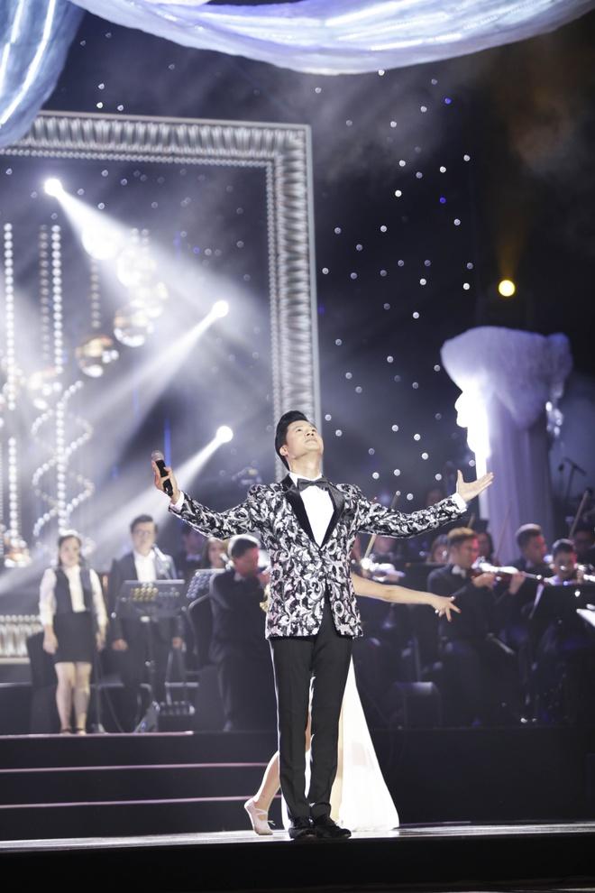 Quang Dung ket hop an y voi cac my nhan trong live show ky niem 20 nam hinh anh 1