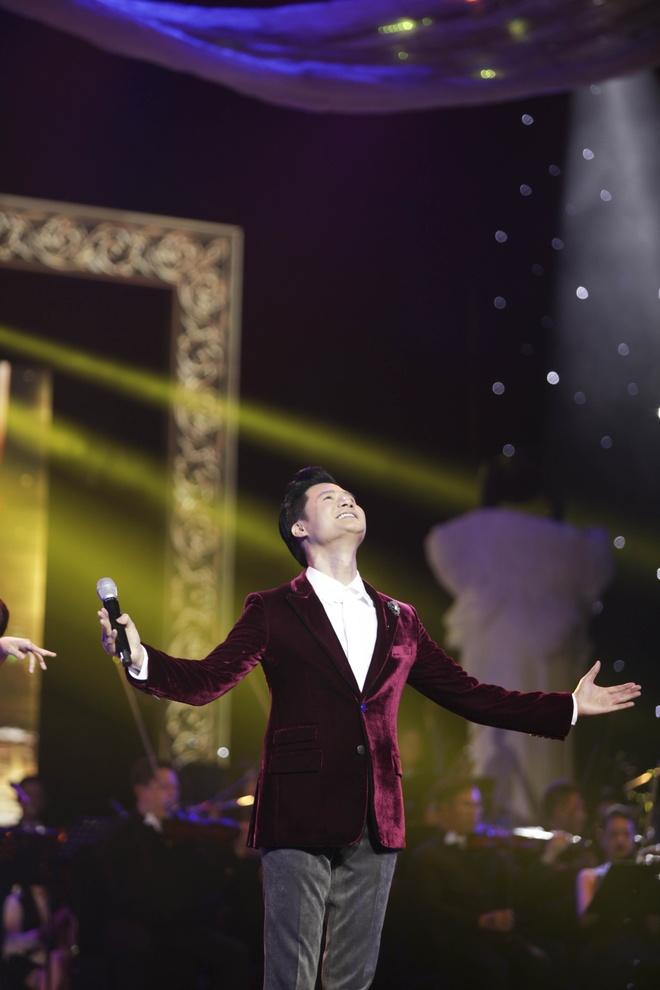 Quang Dung ket hop an y voi cac my nhan trong live show ky niem 20 nam hinh anh 2