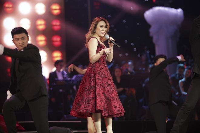 Quang Dung ket hop an y voi cac my nhan trong live show ky niem 20 nam hinh anh 12