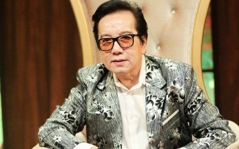 Danh ca Elvis Phuong: 'Toi song sot duoc den nay la nho vo' hinh anh
