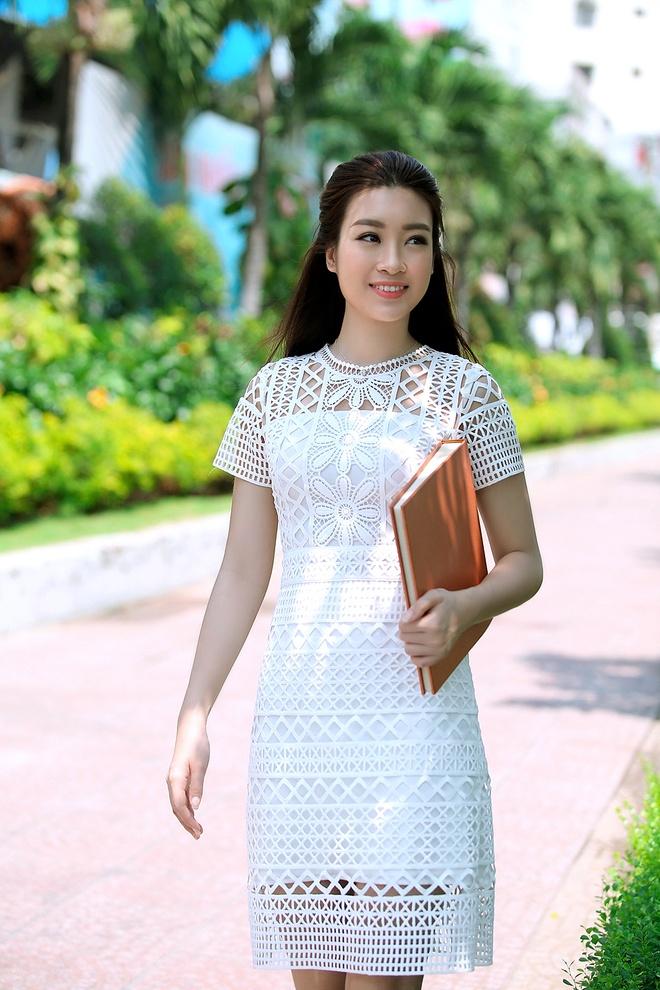 Hoa hau Do My Linh rang ro trong lan dau lam MC hinh anh 1
