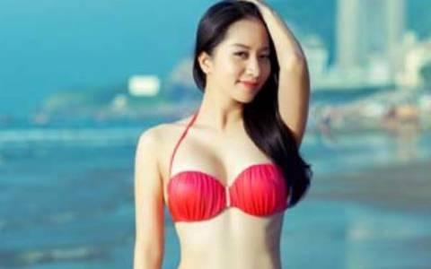Khanh Thi dien bikini khoe voc dang thon gon sau khi sinh con hinh anh