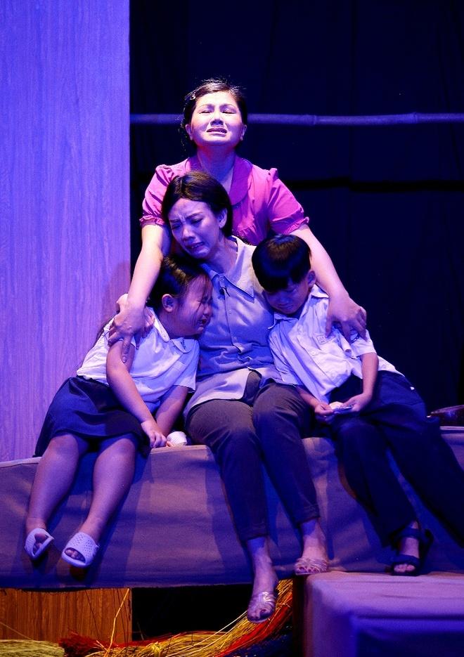 Thu Trang lay nuoc mat khan gia trong kich 'Tinh la dieu bong' hinh anh 1