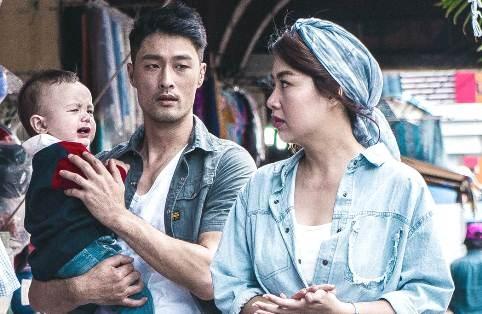 Johnny Tri Nguyen lam bao mau bat dac di trong phim hinh anh