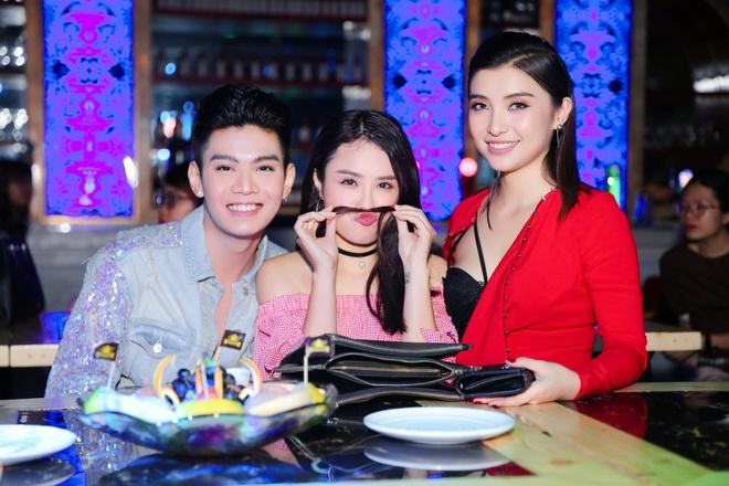 Lam Truong den chuc mung chau gai ra mat MV moi hinh anh 3