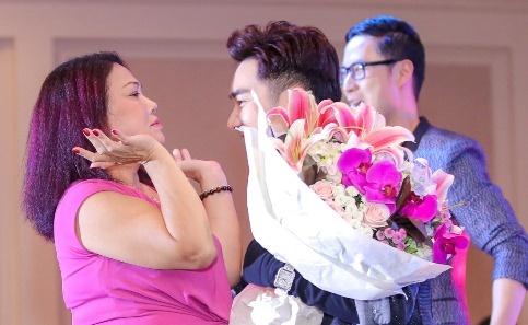 Siu Black den chuc mung Quang Ha ra mat MV moi hinh anh