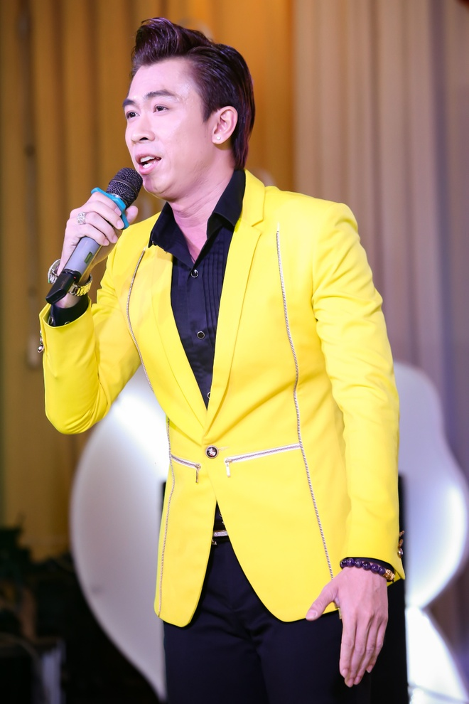 Ho Viet Trung cong khai ban gai hot girl trong hop bao hinh anh 7