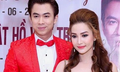 Ho Viet Trung cong khai ban gai hot girl trong hop bao hinh anh