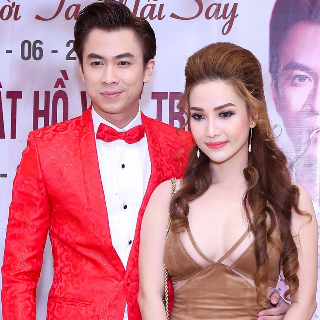 Ho Viet Trung cong khai ban gai hot girl trong hop bao hinh anh 2