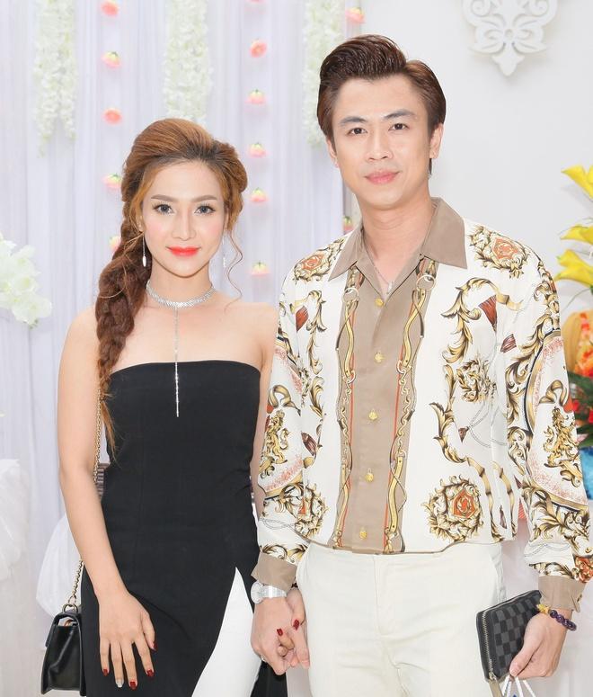 Ho Viet Trung lan dau ke ve moi tinh 3 nam voi hot girl hinh anh 1