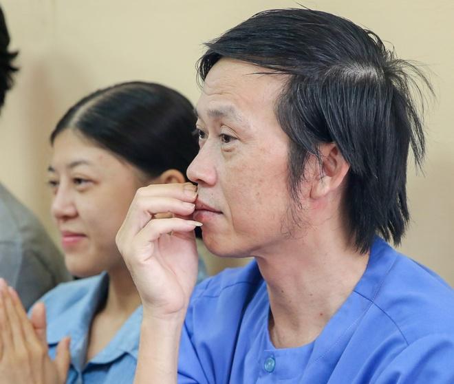 Hoai Linh den toa ung ho tinh than Ngoc Trinh kien nha hat kich hinh anh