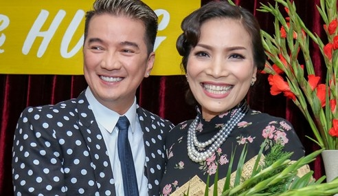 Dam Vinh Hung lam live show Bolero phong cach Sai Gon xua hinh anh