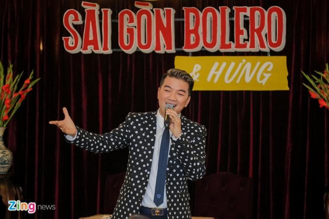 Dam Vinh Hung lam live show Bolero phong cach Sai Gon xua hinh anh 3
