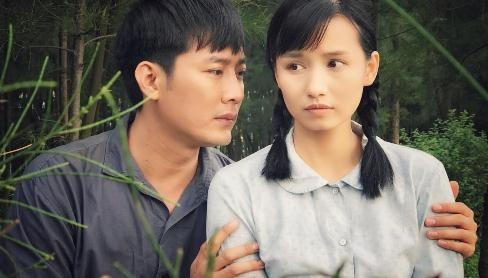 Khoi Tran ap luc khi dong canh nong voi La Thanh Huyen hinh anh