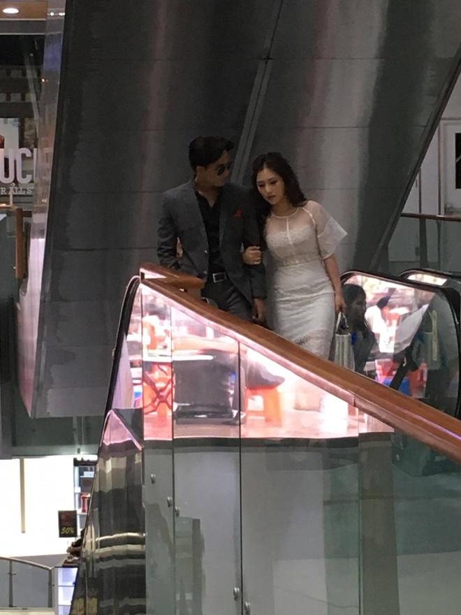 Huong Tram va nam chinh MV 'Em gai mua' quan quyt khong roi hinh anh 2