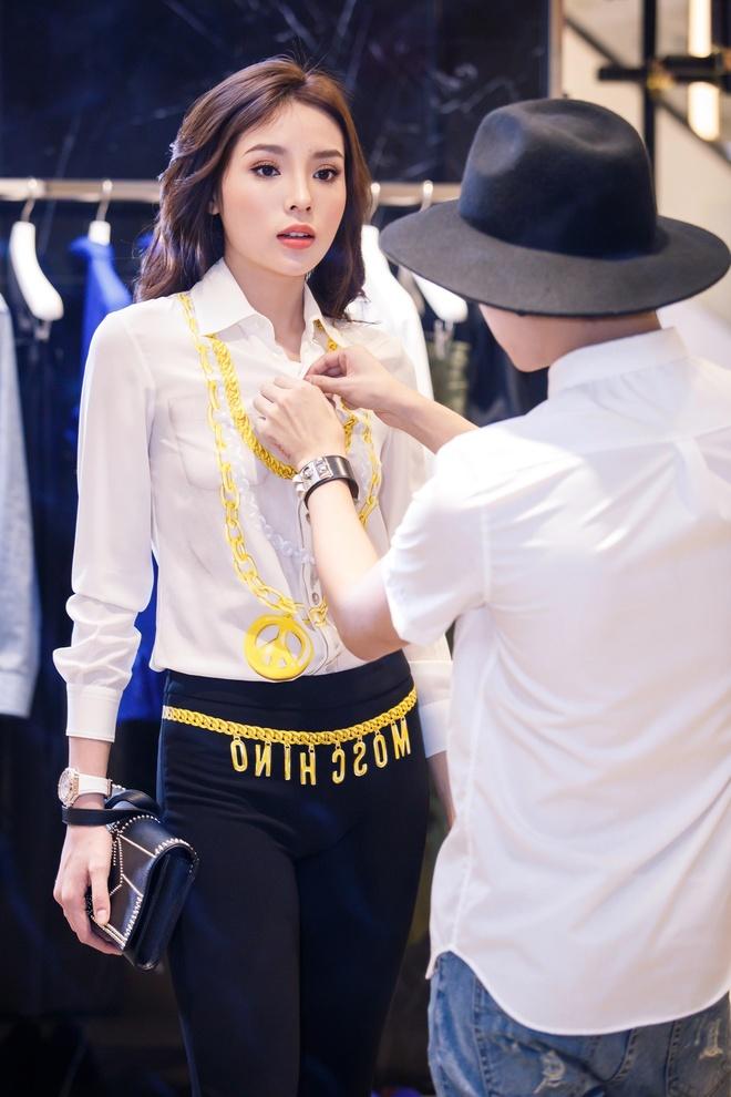 Hoa hau Ky Duyen chuan bi do hieu du Milan Fashion Week hinh anh 1