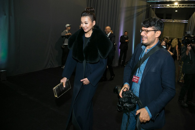Thanh Hang sang trong ngoi hang ghe dau o Milan Fashion Week hinh anh 3